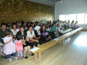 Дети и родители собрались на Церемонию