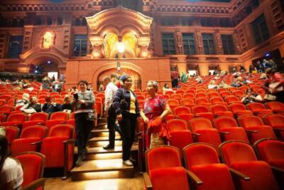 Геликон-операнын залында