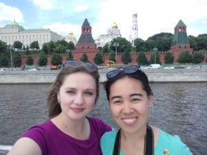 Жаркын и Елена Черномазова на катере по Москве-реке