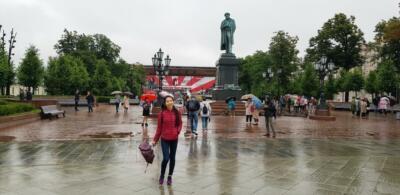 У памятника Пушкину