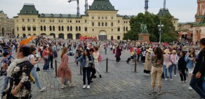 Через Спасские ворота вышли на Красную площадь